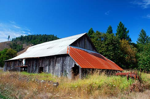barn - taken by Gary Halvorson, Oregon State Archives