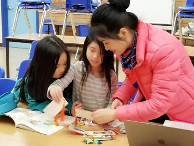 Xu Zimian teaching young students